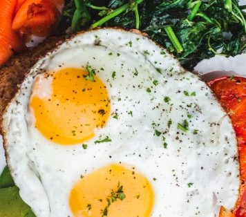 eggs-steak-and-spinach